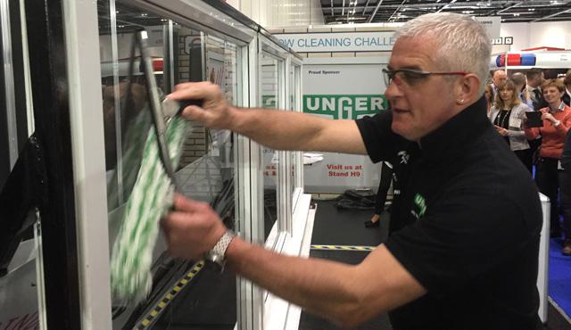 Per la prima volta due italiani ad una gara internazionale di pulizia dei vetri