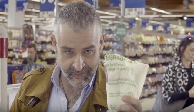 Legambiente lancia la campagna #Unsaccogiusto per denunciare il racket dei sacchetti di plastica