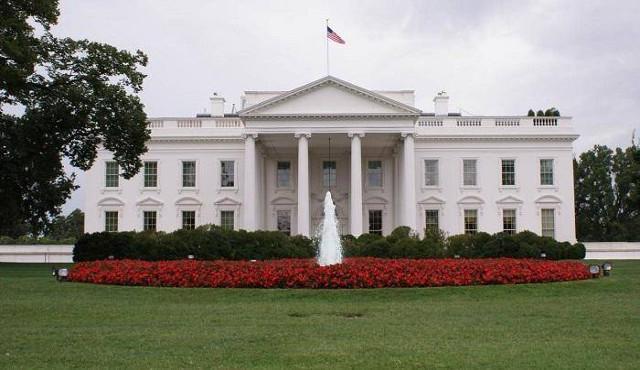 I professionisti del cleaning al lavoro alla Casa Bianca