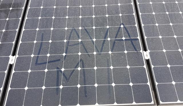 Lavare i pannelli fotovoltaici ne puo' aumentarne la resa fino al 30%
