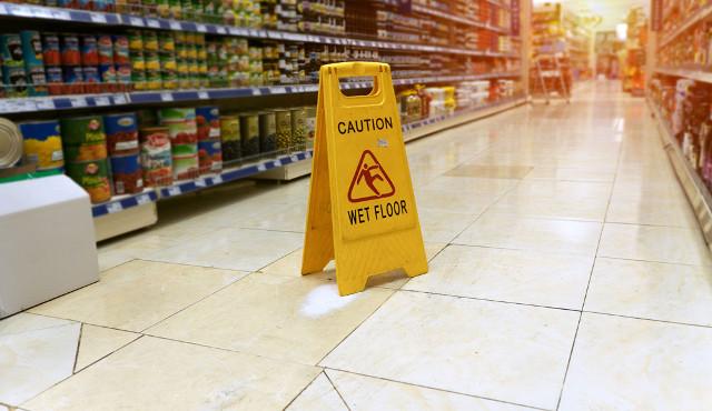 Sicurezza, quando l'impresa di pulizia non deve risarcire