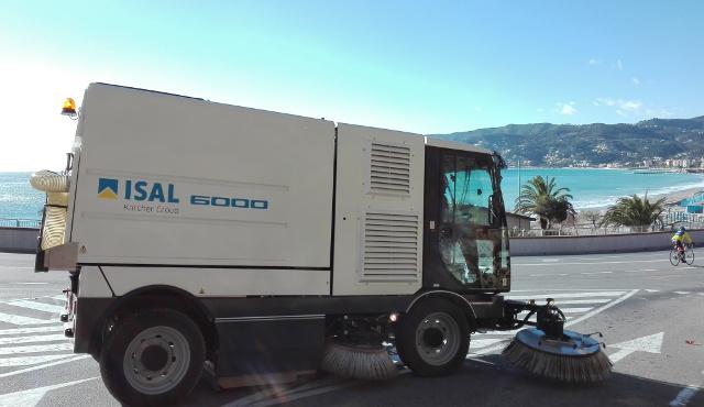 Isal 6000: spazzatrice per la pulizia urbana e industriale