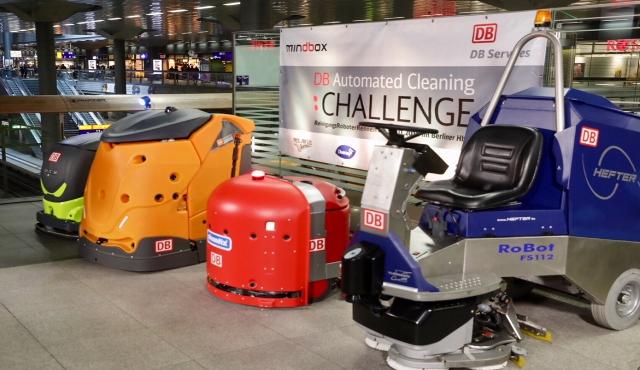 Gara di pulizie tra robot alla stazione di Berlino