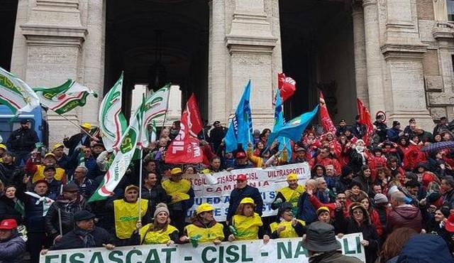 Pulizie delle scuole, sindacati al Miur il 10 ottobre. Sciopero il 15