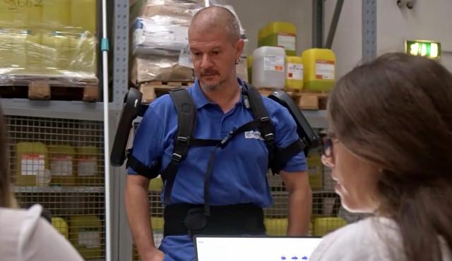 Anche nel cleaning… arrivano gli esoscheletri: la sperimentazione di Formula Servizi